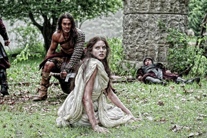 Jason Momoa as Conan and Rachel Nichols as Tamara in