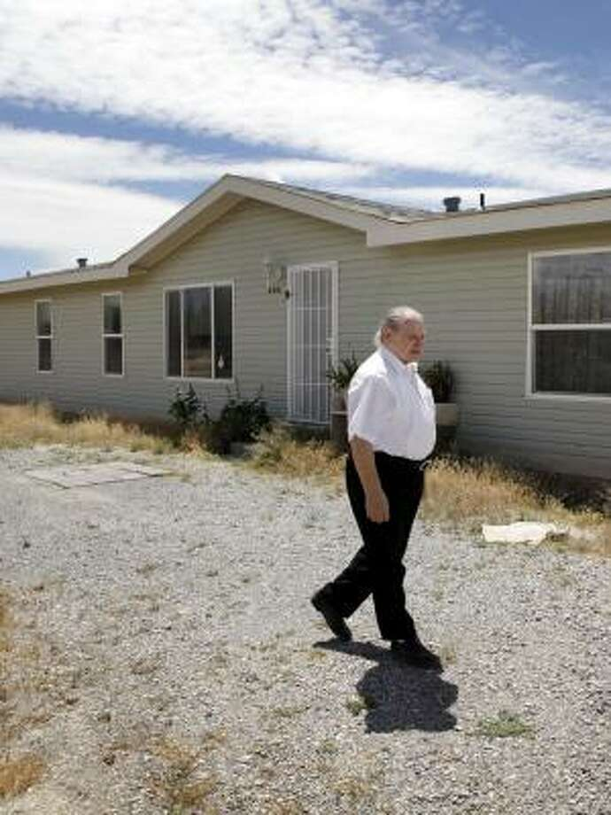 Ron Wayne of Pahrump, Nev., was one of the three co-founders of Apple Computer, but he sold his stake after just 12 days. Photo: Karen T. Borchers :, San Jose Mercury News