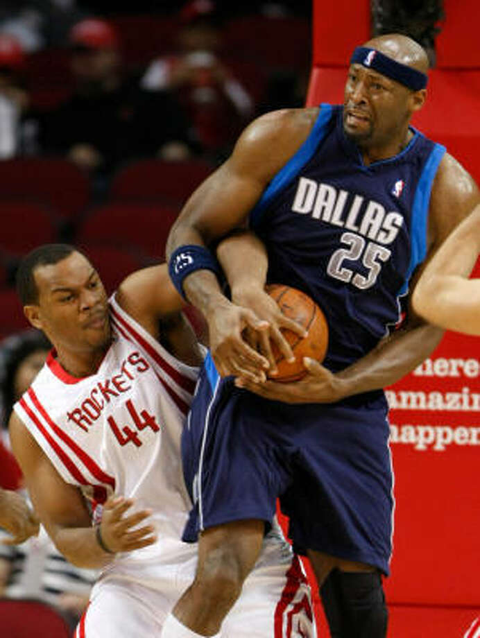 Erick Dampier, a 14-year veteran, spent his last six seasons with the Mavericks. Photo: Nick De La Torre, Chronicle