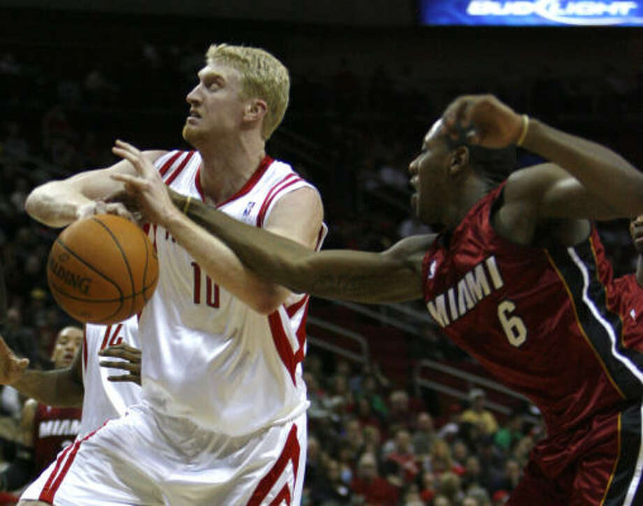 Rockets forward Chase Budinger, left, averaged 8.9 points and three rebounds as a rookie. Photo: Johnny Hanson, Chronicle