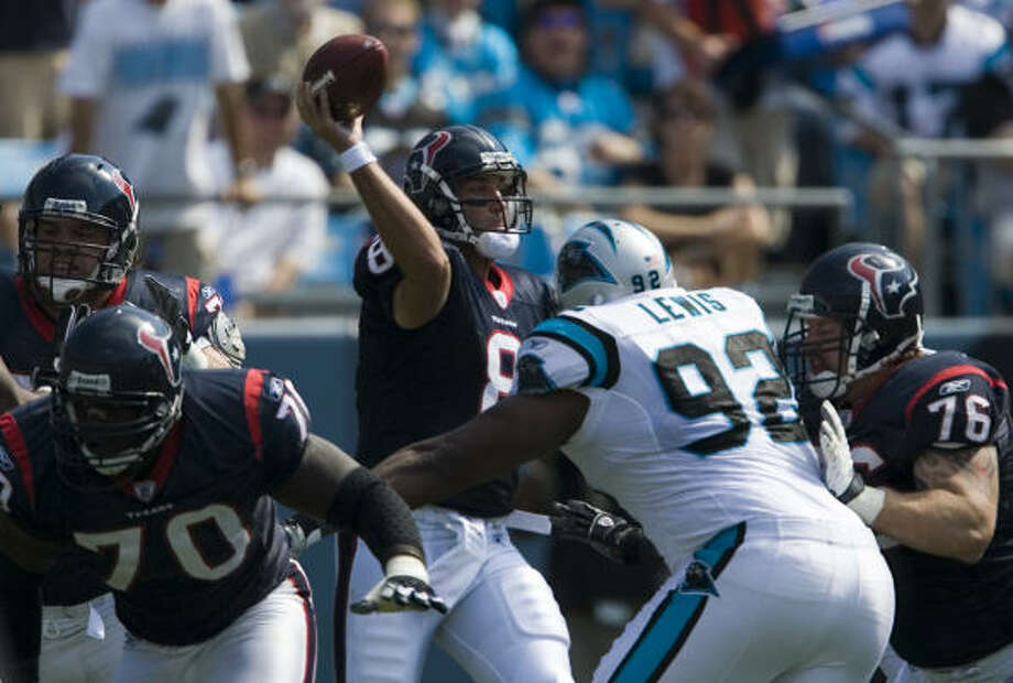 Damione Lewis pressures Matt Schaub in 2007. Lewis was signed by the Texans on Monday. Photo: Smiley N. Pool, Chronicle