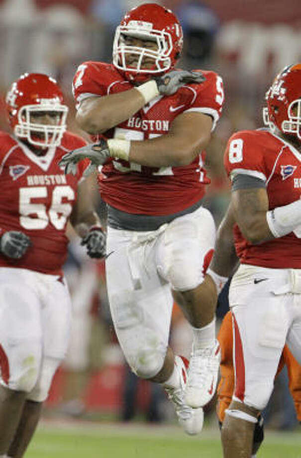 Senior nose tackle Matangi Tonga is the centerpiece of the UH defense. Photo: Nick De La Torre, Chronicle