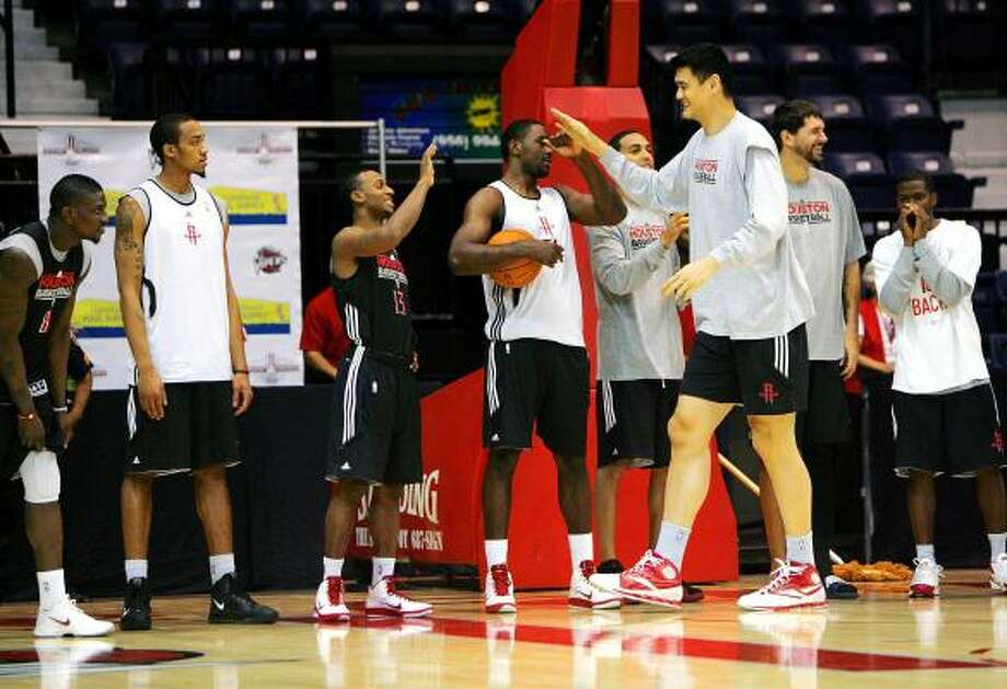 Tonight the Rockets face the Orlando Magic to begin a stretch of four games in six days, testing the progress made during practice. Photo: GABE HERNANDEZ, AP