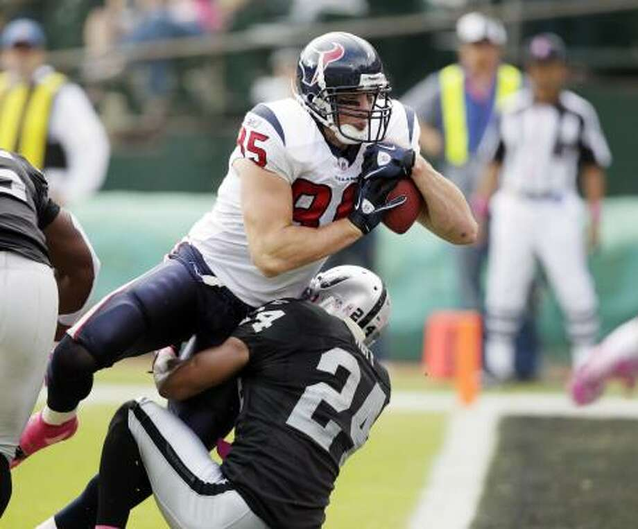 Texans tight ends Joel Dreessen, left, and Owen Daniels have a combined 17 catches for 232 yards and a touchdown through five games this season. Photo: Ben Margot, AP