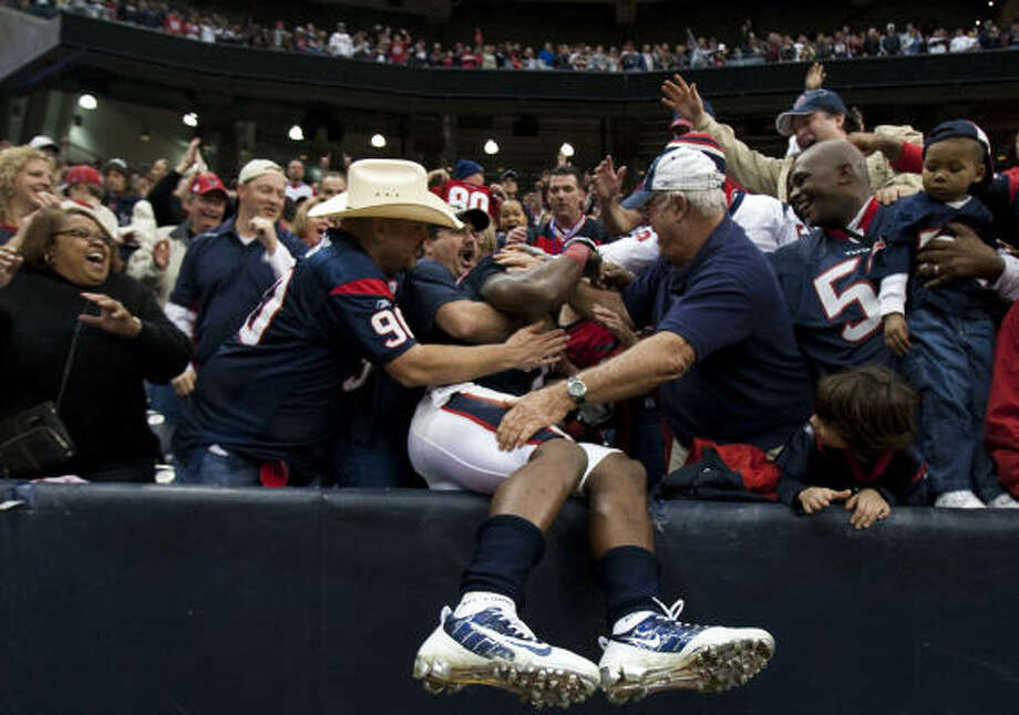 The Texans' financial status reflects the power of the NFL and football's cherished place in Texas culture. Photo: Smiley N. Pool, Chronicle