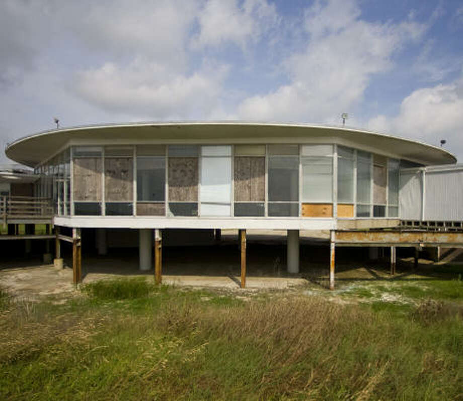 The Sylvan Beach Pavilion in La Porte was damaged by Hurricane Ike and has been closed for two years. Dance hall aficionados-turned-preservationists say the damage isn't that bad. Photo: Karen Warren, Chronicle