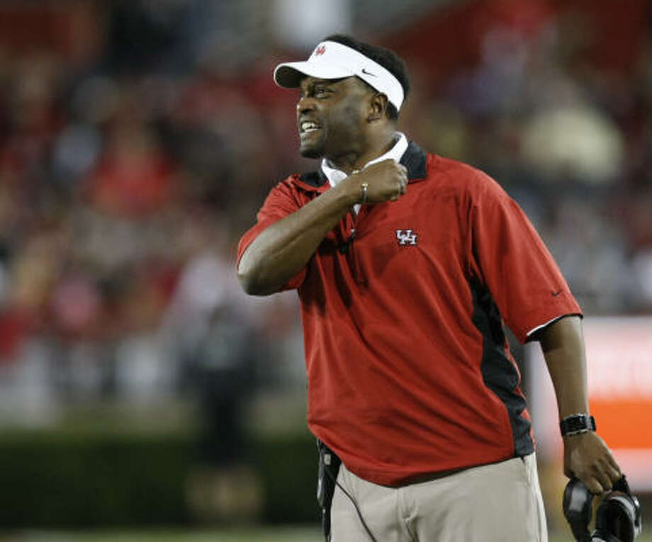 In his two seasons at UH, Kevin Sumlin has compiled an 18-9 record, including 10-4 last season, when the Cougars climbed as high as No. 12 in the national rankings. Photo: Nick De La Torre, Chronicle