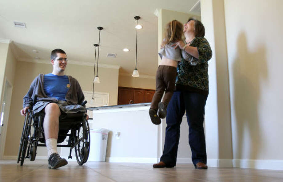 Disabled vets' care shakes up home front - Houston Chronicle