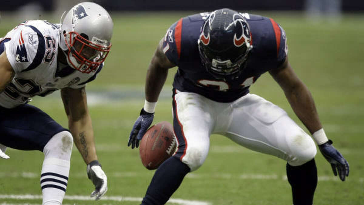 Cornerback Leigh Bodden, left, had five interceptions last season with the New England Patriots.