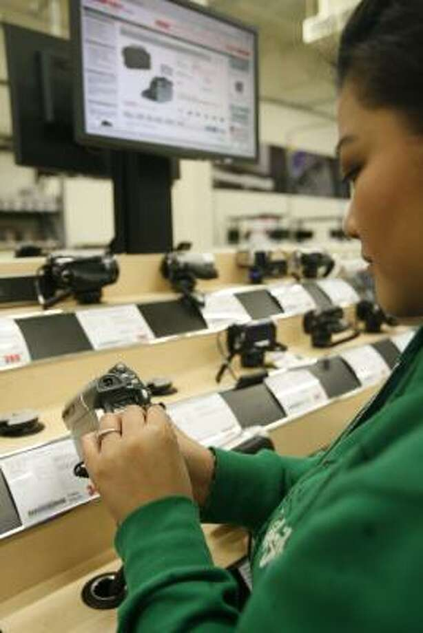 """This is a really neat feature. I like it,"" Ida Torres said after using a computer at CompUSA to research video cameras. The chain has returned with new owners. Photo: Julio Cortez:, Chronicle"