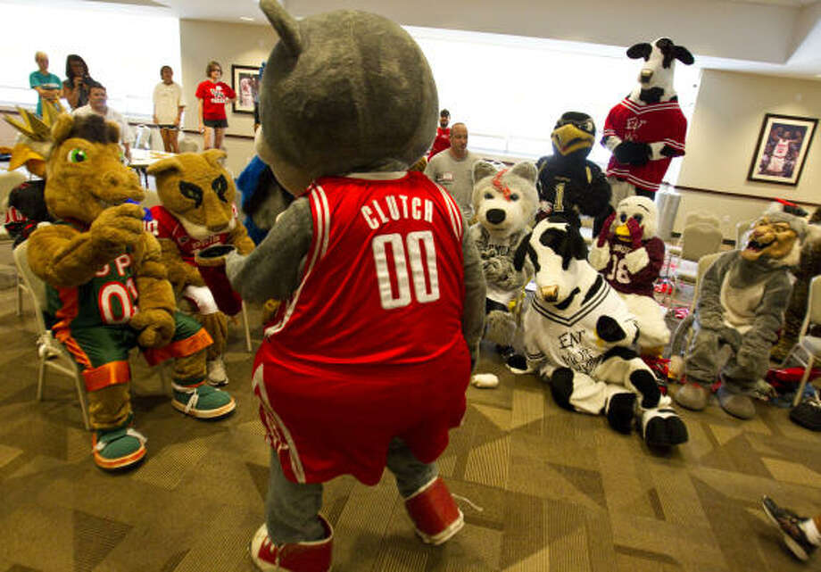 Clutch teaches some of the finer points of the trade at Fantasy Mascot Camp at Toyota Center. Photo: Karen Warren, Chronicle