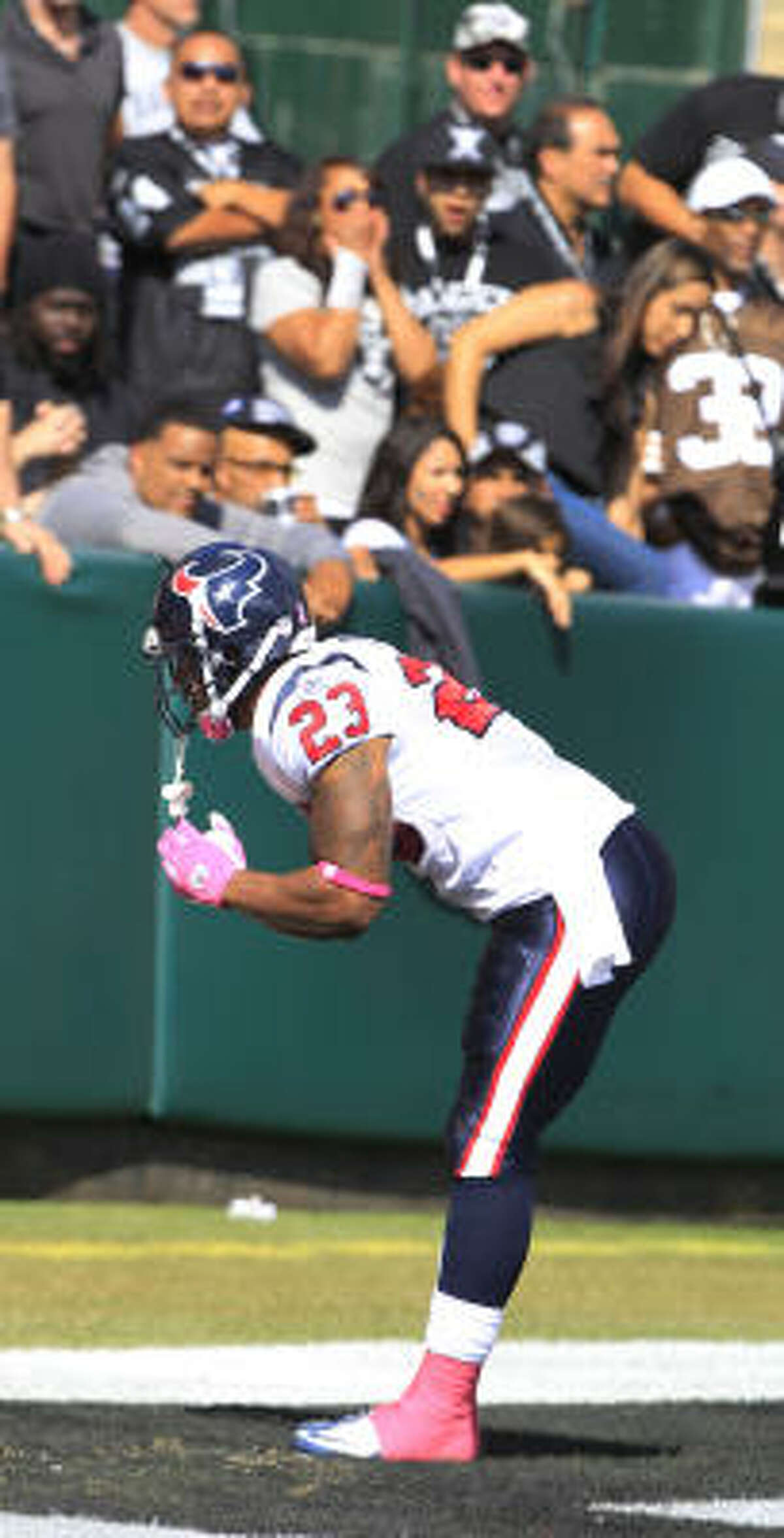 Texans running back Arian Foster (23) bows to the crowd after a 74-yard touchdown run.