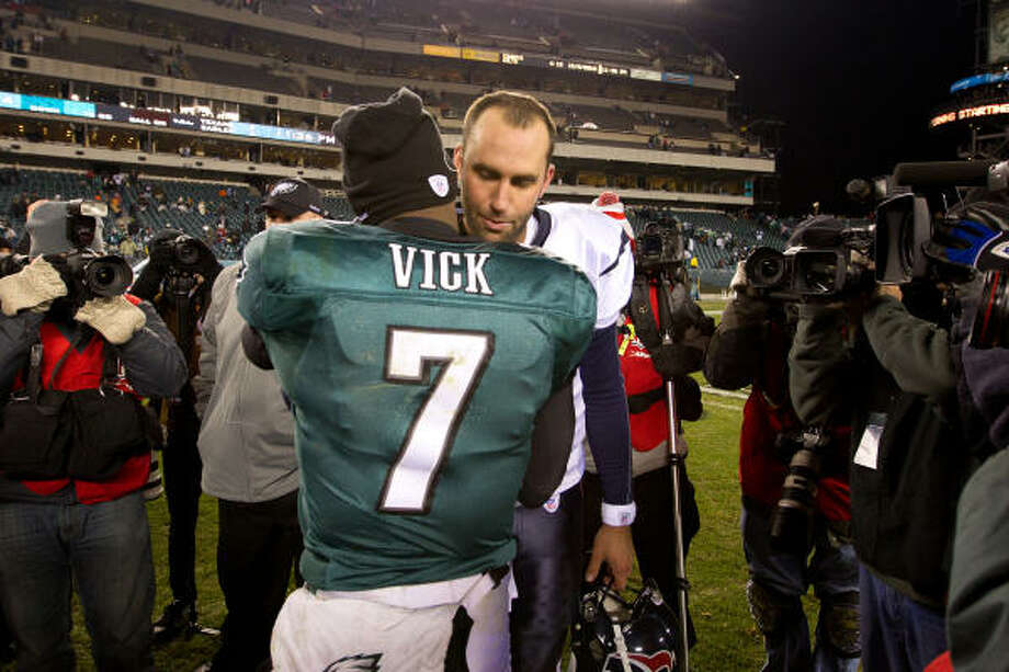 Michael Vick came out on top against his former backup, Matt Schaub, as the Eagles beat the Texans. Photo: Smiley N. Pool, Chronicle
