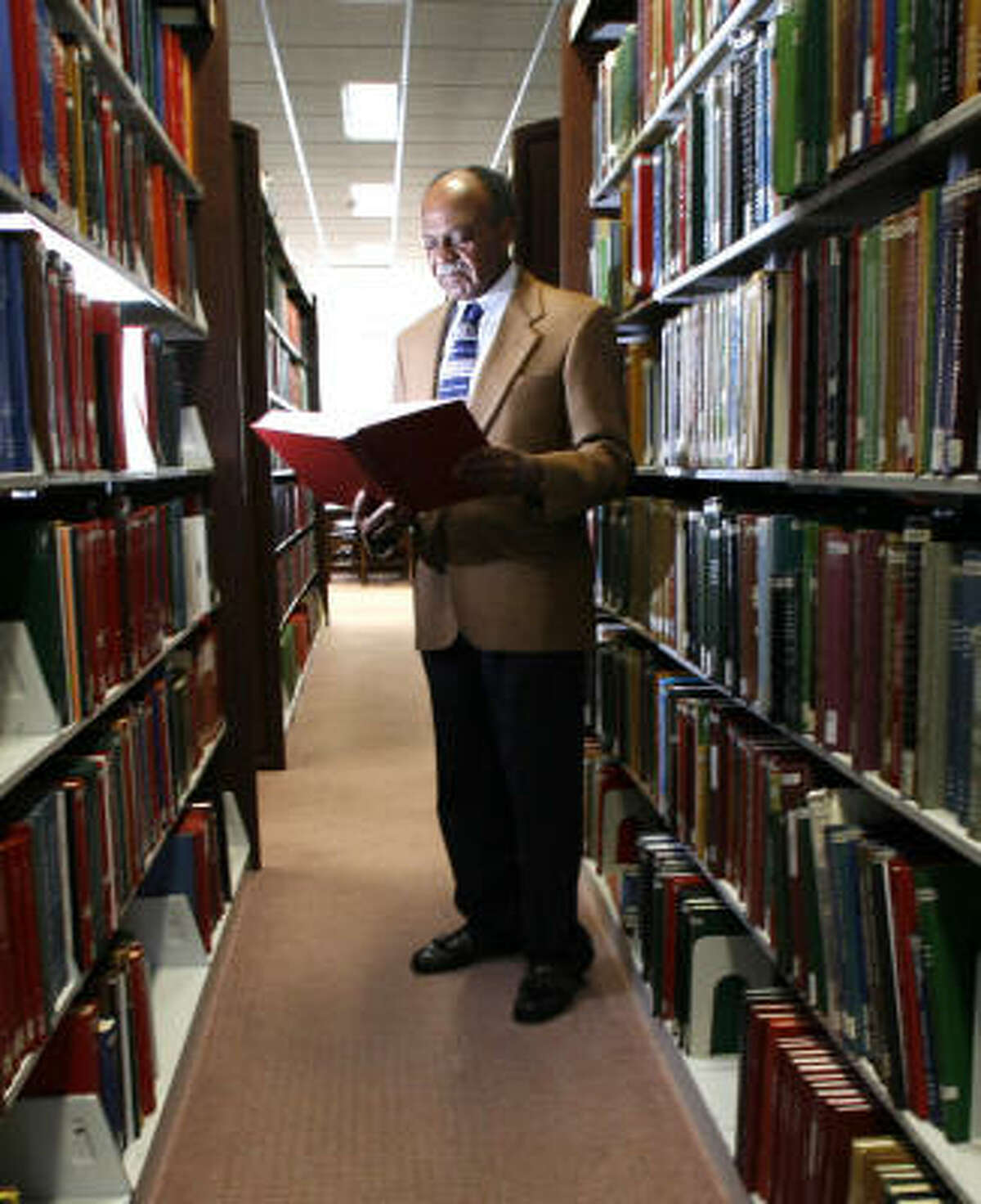 With the help of genealogical resources at the Clayton Library Center in Houston, retired teacher Melvin Myers has found Anglo relatives living in South Carolina.