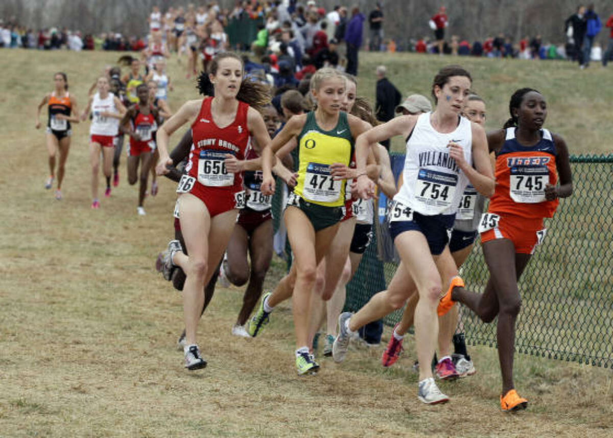 Villanova's Sheila Reid (754) leads a group of runners in the women's NCAA Division I Cross-Country Championships in Terre Haute, Ind., Monday.