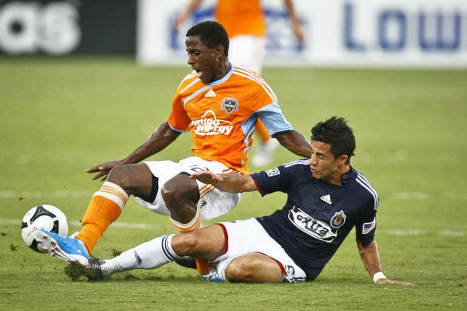 Chivas USA's Marcelo Saragosa tackles the Dynamo's only scorer, Lovel Palmer. Photo: Michael Paulsen, Chronicle