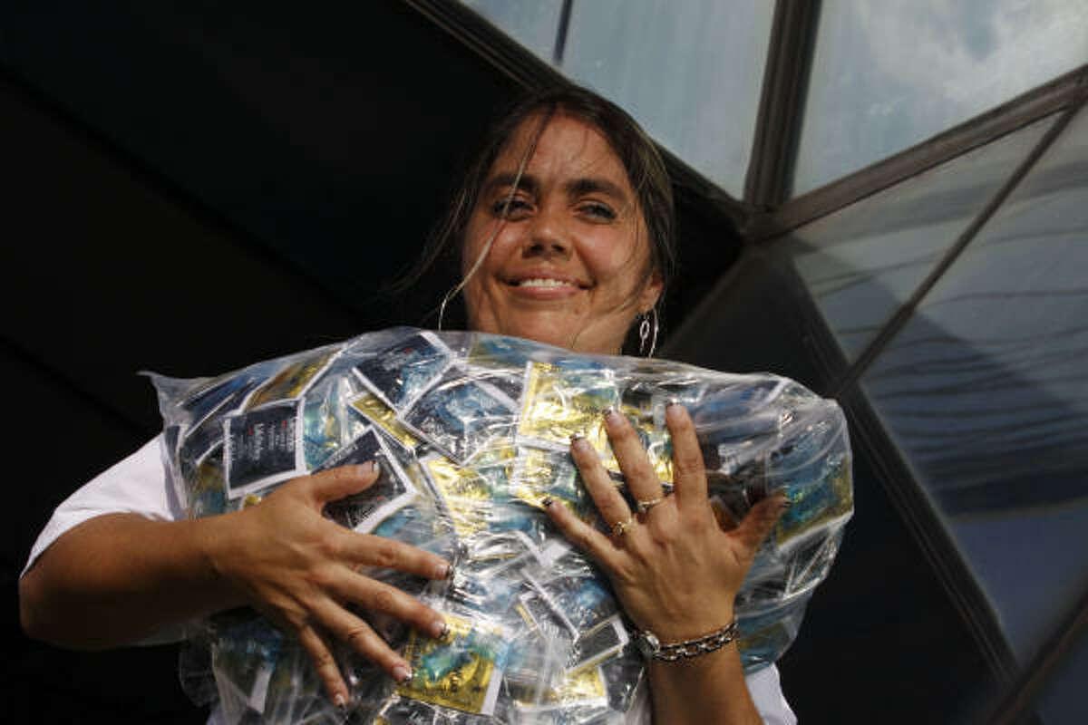 Teresa Presley colabora con la organización Shades para informar a los hispanos de Houston.
