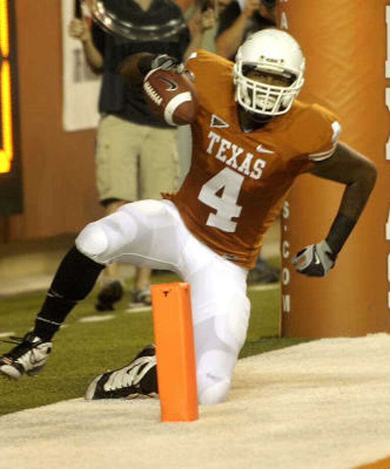 Texas coach Mack Brown said wide receiver Dan Buckner will be released from his scholarship. Photo: BILLY CALZADA, San Antonio Express-News