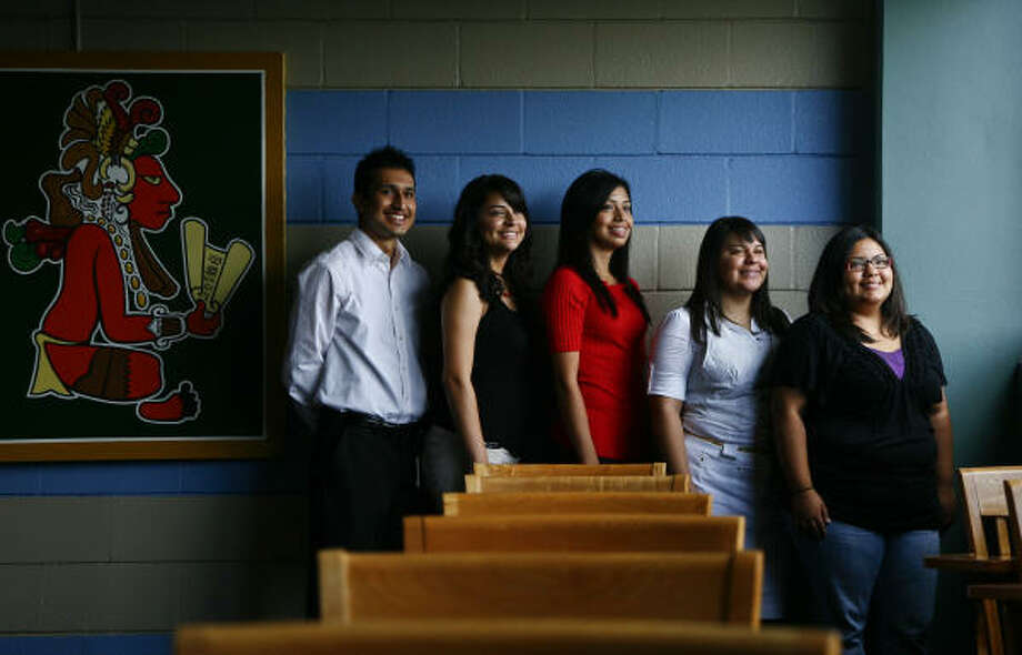 University of Houston students, Ricardo Saldana, left, Alice Valdez, Cynthia Medina, Priscilla Benitez and Eva Briones, were selected for a Latino Leadership Initiative at Harvard. Photo: Michael Paulsen, Chronicle