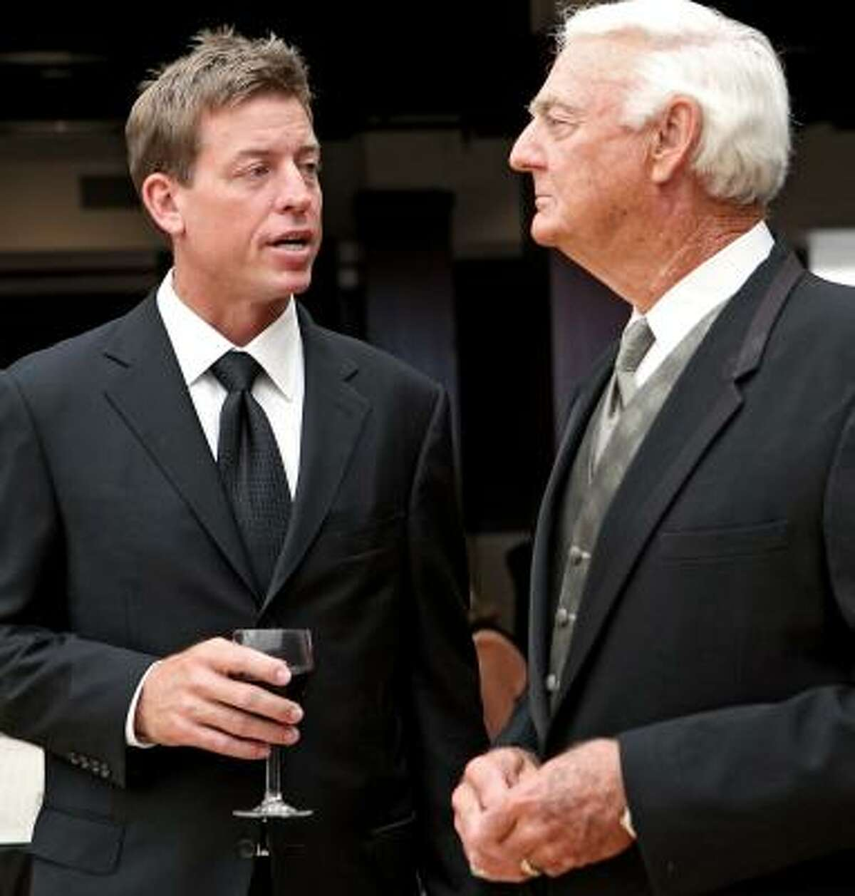 Troy Aikman, left, was honored at the Jim Thorpe Museum and Oklahoma Sports Hall of Fame in Oklahoma City.