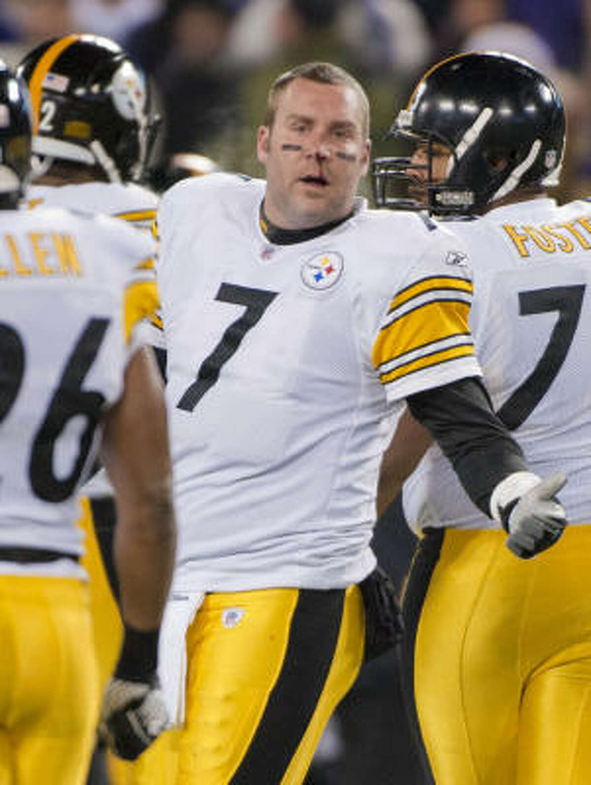 Pittsburgh Steelers quarterback Ben Roethlisberger suffered a broken nose in the victory Sunday night.