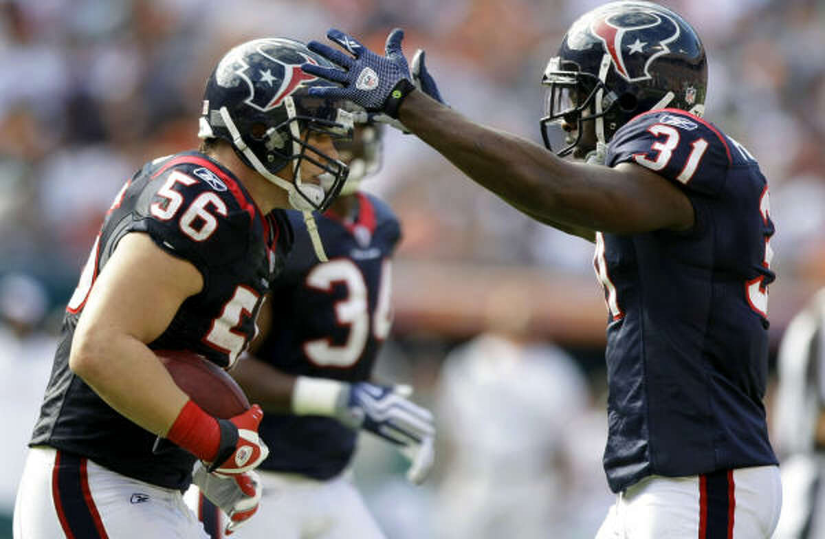 Teammates have forgiven linebacker Brian Cushing (56) for his suspension for a failed performance-enhancing drug test.