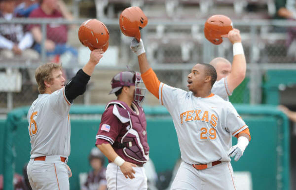 Texas right fielder Kevin Keyes (29) drove in the final run for the Longhorns in their 10-inning win.