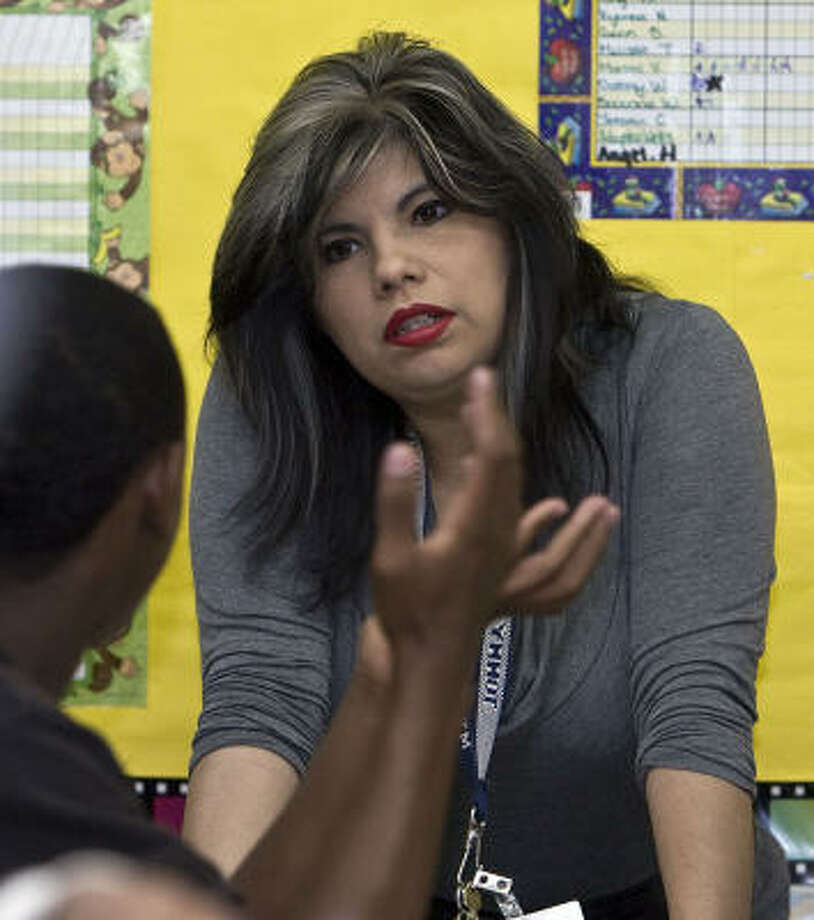 Cheryl Contreras, part of a group of top HISD teachers who accepted bonuses to transfer to struggling schools, kept her  promise to dye her hair blond if 92 percent of her Fondren Middle students passed the TAKS test. The English teacher now sports blond highlights. Photo: James Nielsen, Chronicle