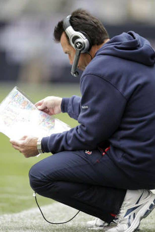 Maybe Bob McNair should allow a fan to call a defensive play during the game or borrow that diner menu Gary Kubiak carries on the sideline to pick out an offensive play. Photo: Karen Warren, Chronicle