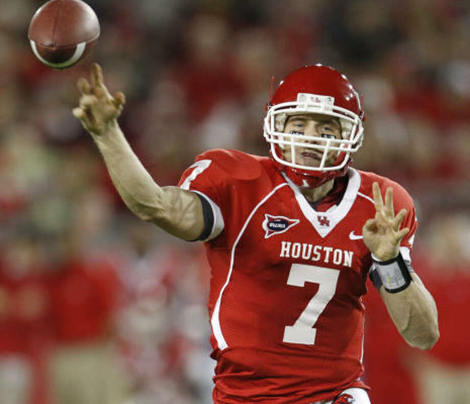 Case Keenum led the offense to one touchdown and one punt against the first-team defense. Photo: Chronicle File Photo