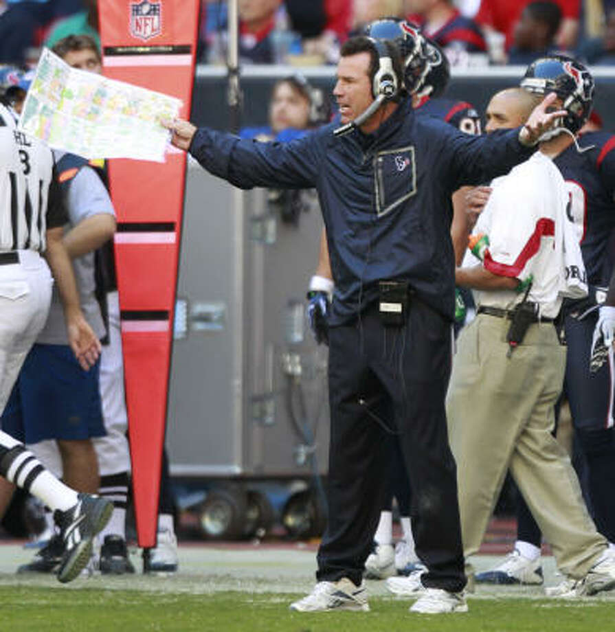 Texans coach Gary Kubiak did not have many answers late in the fourth quarter of Sunday's game against the Chargers. Photo: Brett Coomer, Chronicle