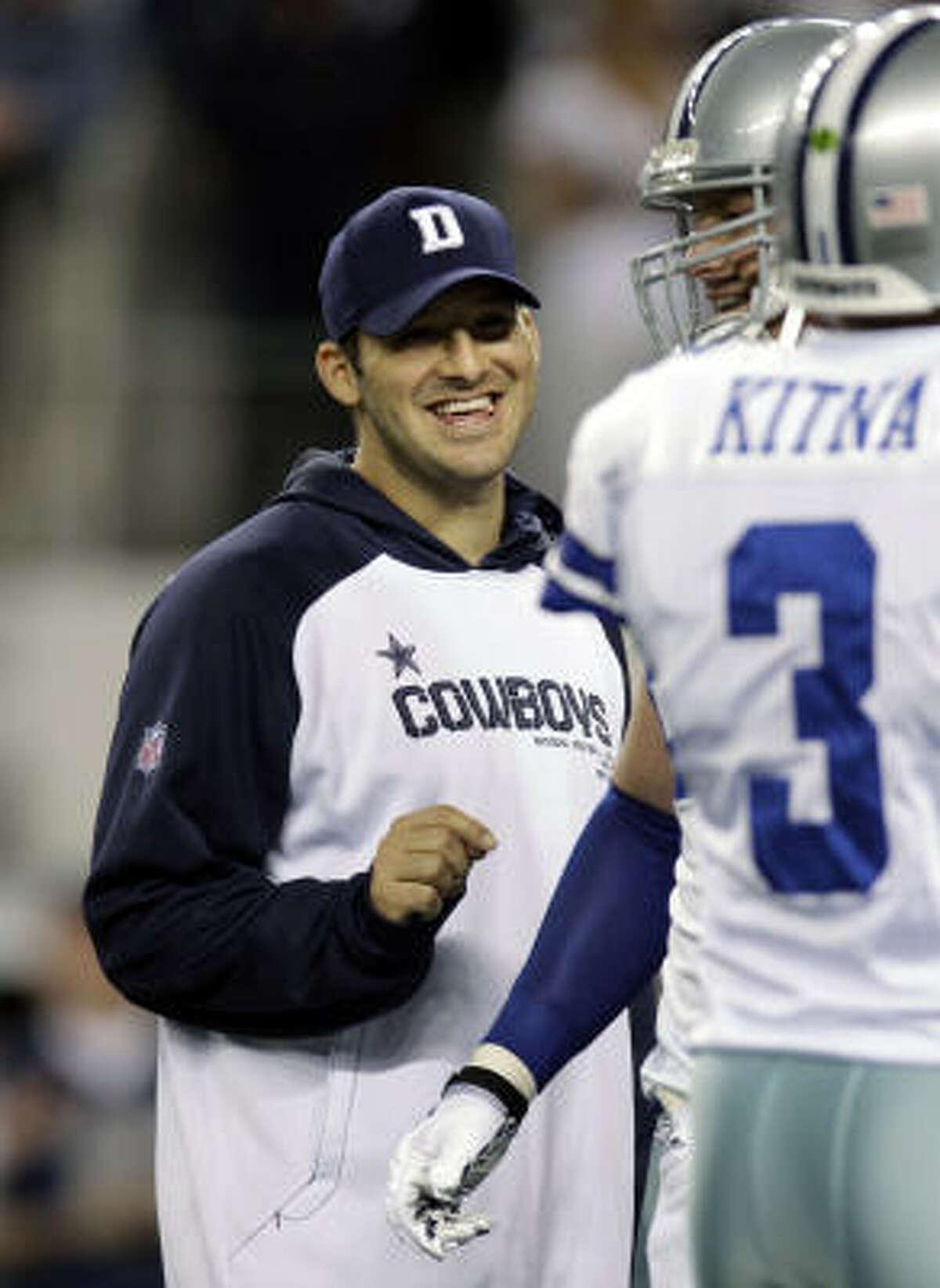 Tony Romo, left, completed 69 percent of his passes for 1,605 yards with 11 touchdowns this season.