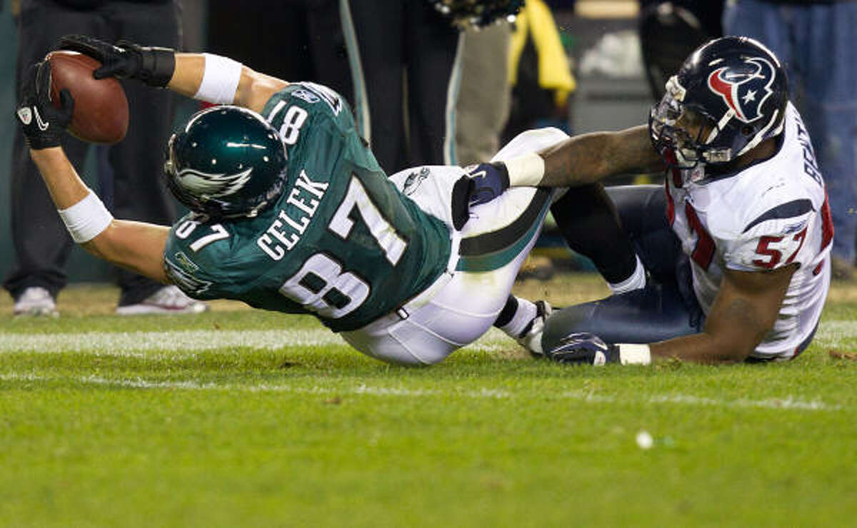 Eagles tight end Brent Celek (87) stretches for a first down on a third-and-19 play against Texans linebacker Kevin Bentley. The play set up Philadelphia's final touchdown and prevented the Eagles from having to kick a field goal that would have given them only a six-point lead late in the fourth quarter Thursday night.