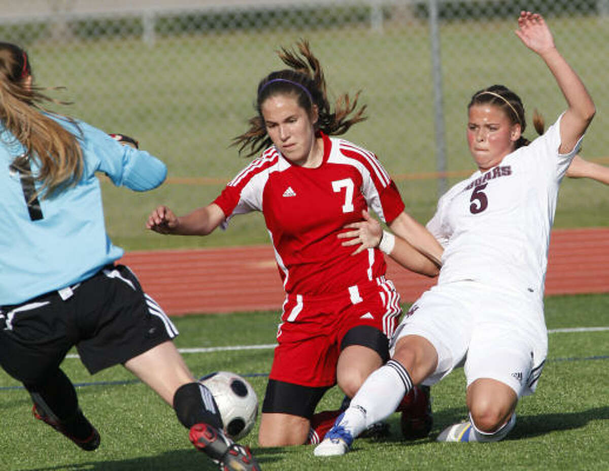 Cinco Ranch's Jordan Hatler, right, scores while defended by Bellaire's Maddie Montablo.