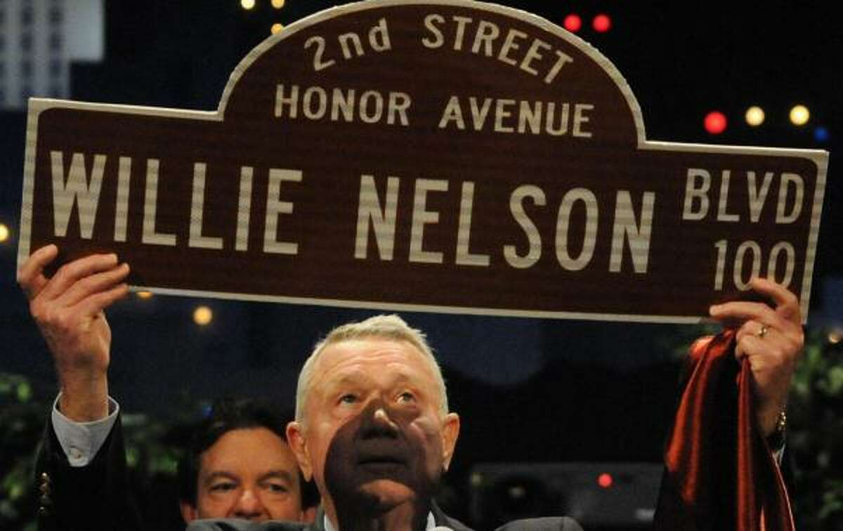 Austin Mayor Lee Leffingwell shows a