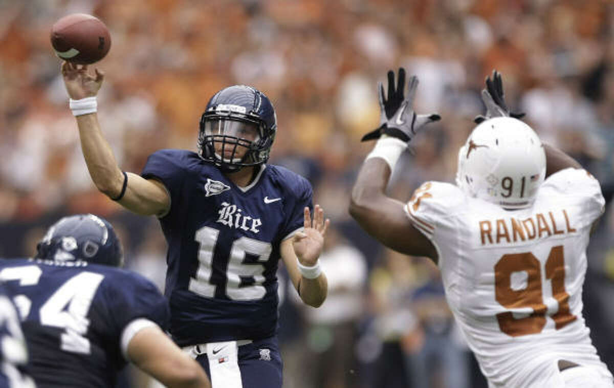 Redshirt freshman Taylor McHargue (16) will start for Rice at quarterback against North Texas on Saturday.