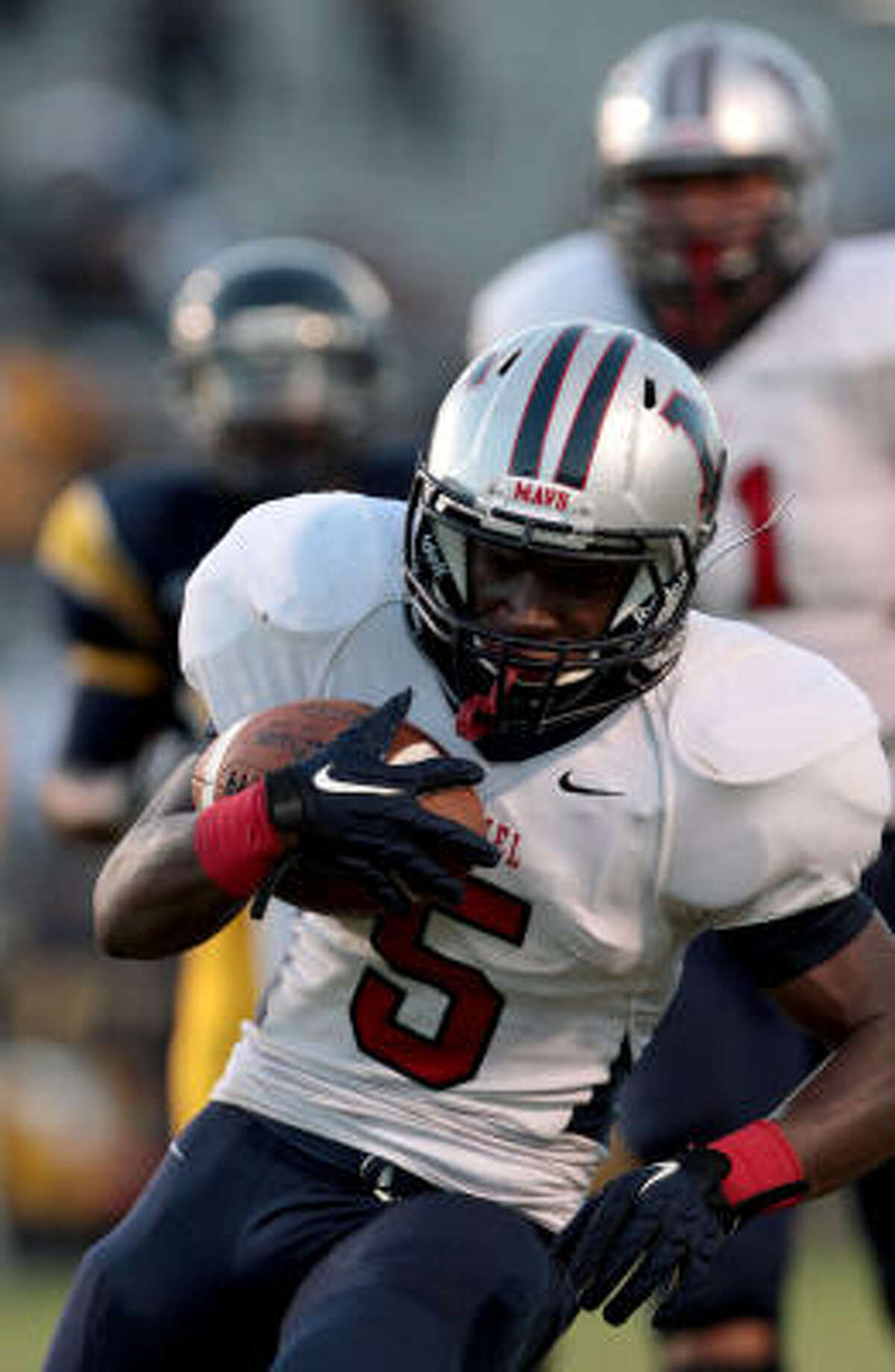 Manvel running back Richard Rose rushes for a touchdown against La Marque in the first half.