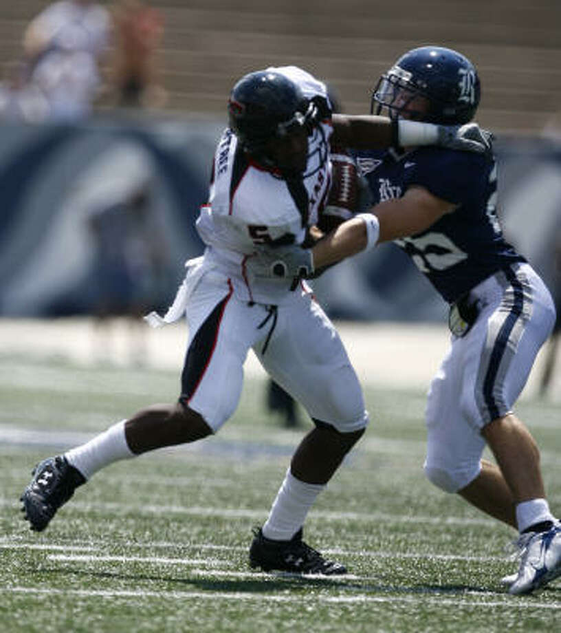Joseph Agnew, seen battling Michael Crabtree in a 2007 game against Texas Tech, filed his lawsuit in United States District Court. Photo: Nick De La Torre, Chronicle