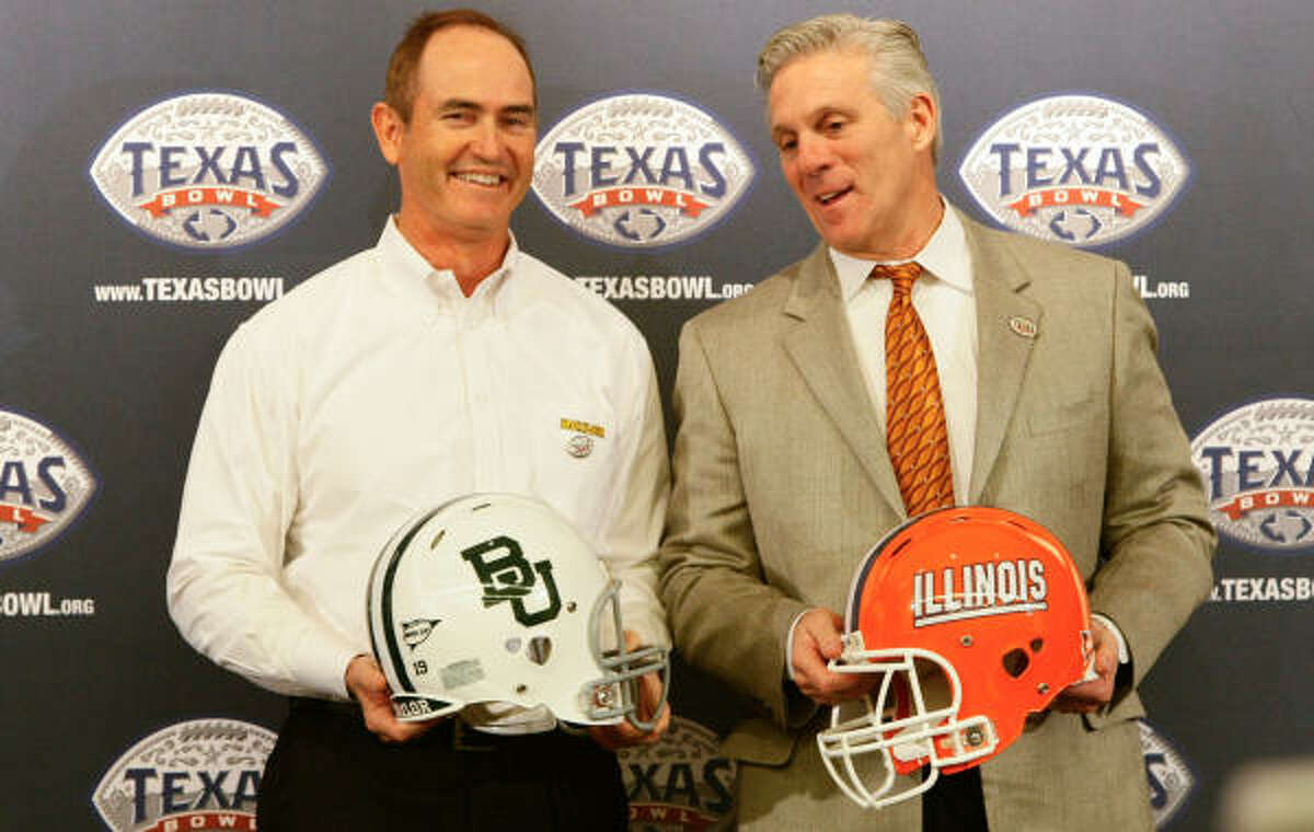 Baylor coach Art Briles, left, and Illinois coach Ron Zook are happy to have extra practice time to plan for the 2011 season.