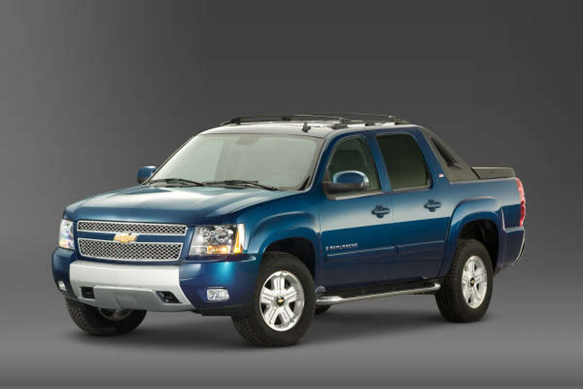 Chevy's 2010 Avalanche, which features a flexible Midgate system, is powered by a standard 5.3-liter V-8, generating 320 horsepower and 335 lb.-ft. of torque. Estimated fuel economy is 15 miles per gallon city and 21 mpg highway. Chevy's 2010 Avalanche, which features a flexible Midgate system, is powered by a standard 5.3-liter V-8, generating 320 horsepower and 335 lb.-ft. of torque. Estimated fuel economy is 15 miles per gallon city and 21 mpg highway.