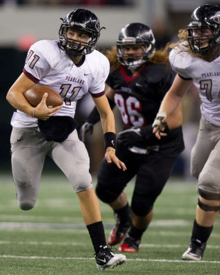 Pearland quarterback Trey Anderson scrambles for a first down in the fourth quarter of Saturday night's victory at Cowboys Stadium. Photo: Smiley N. Pool, Chronicle