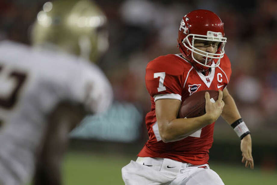 With Case Keenum operating the offense, UH has averaged 42 points and 561 yards the past 28 games. Photo: Nick De La Torre, Chronicle