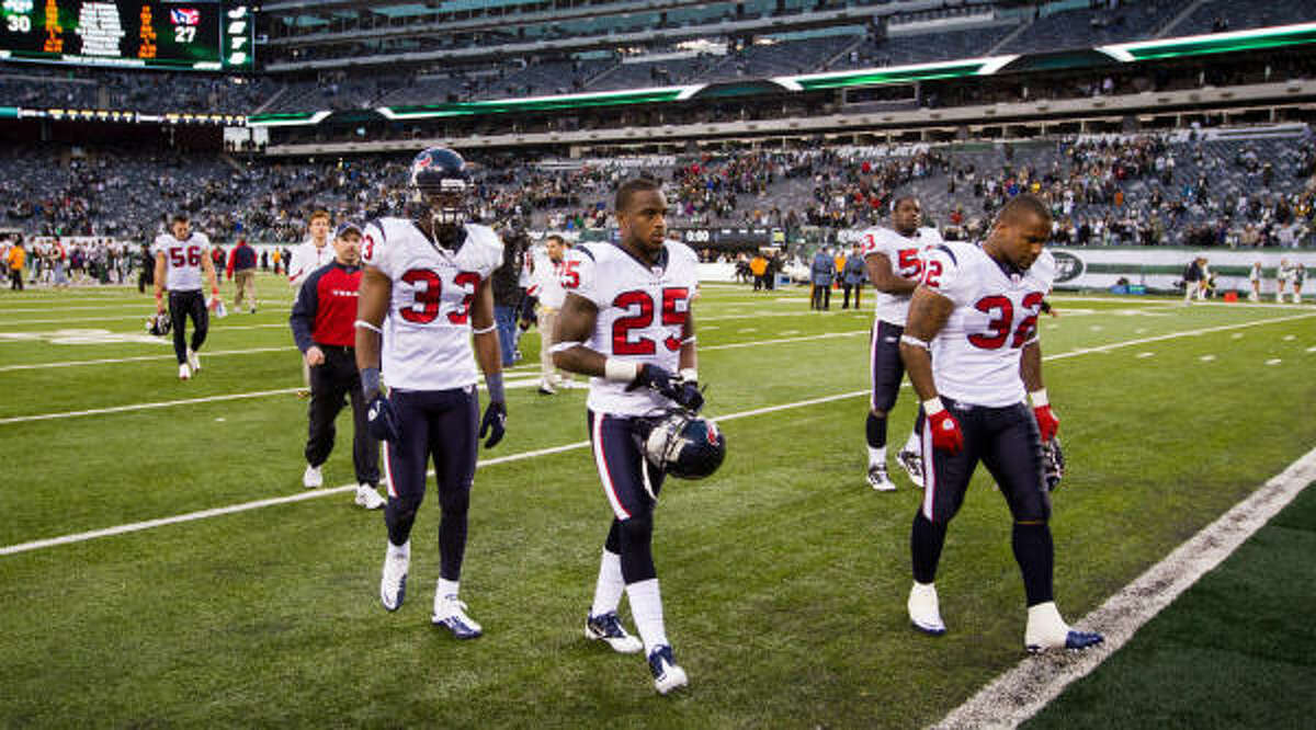 Texans players trudge off the field at New Meadowlands Stadium after their fourth straight loss.