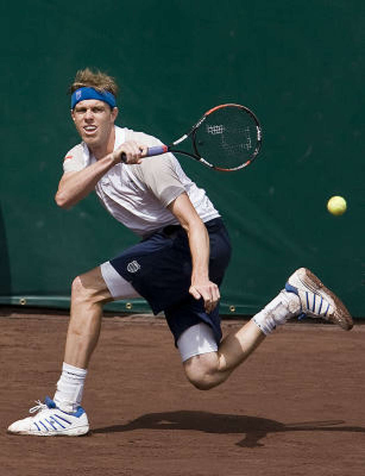 Sam Querrey's huge serve makes him a dangerous opponent, even if he doesn't have a long résumé on clay.