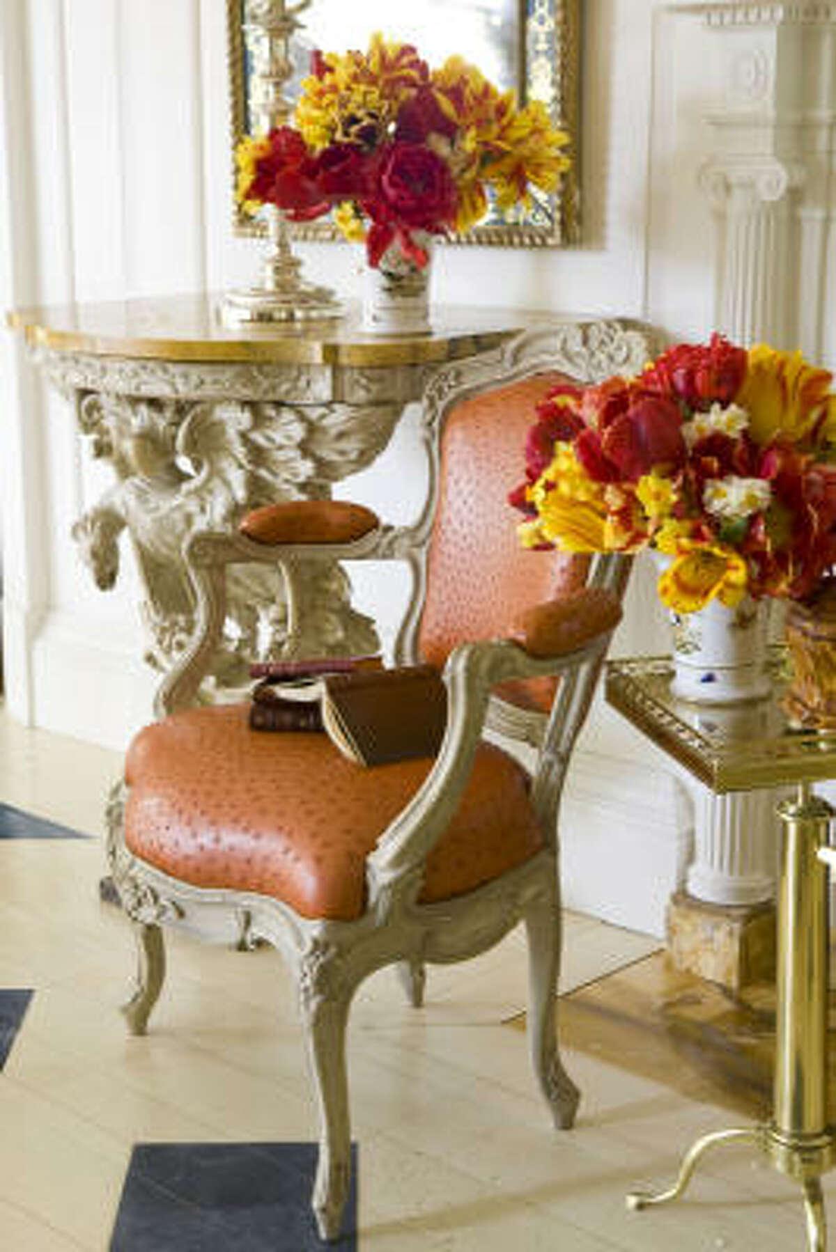 Designer Carolyne Roehm's room use elegant details, flowers and sophisticated furnishings.