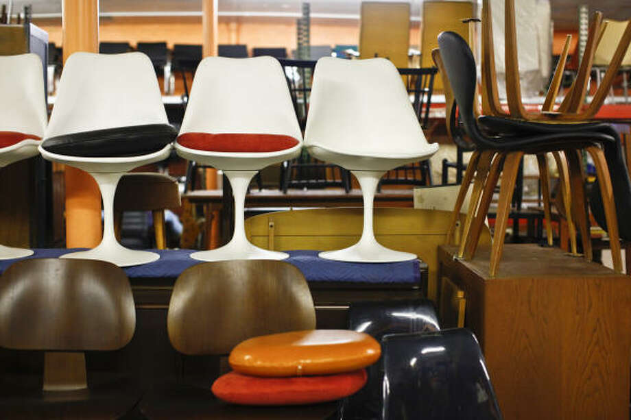 Merveilleux Chairs With A Midcentury Design Are Available At Metro Retro Furniture In  Pasadena. Photo: