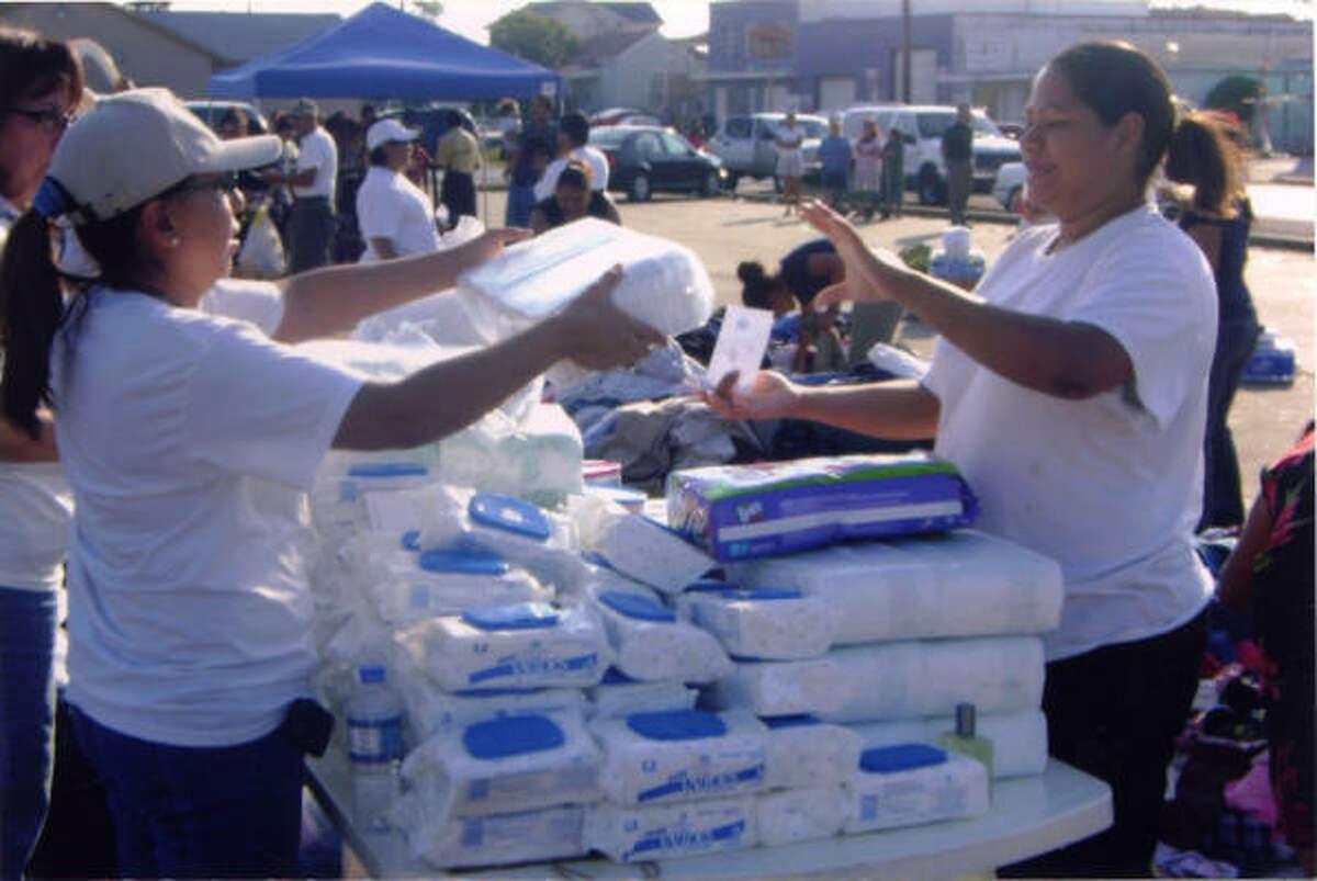 Solidaridad es lo que mostró el grupo Fundación Activa al ayudar a los damnificados por Ike en Galveston.