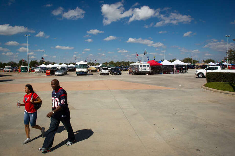 By the time the game kicked off shortly after noon and a few stragglers made their way to the stadium, the yellow lot was quiet and nearly empty of tailgaters Sunday. Photo: Smiley N. Pool, Chronicle