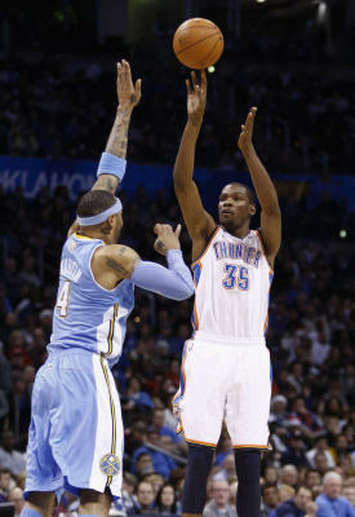 Oklahoma City Thunder forward Kevin Durant (35) poured in 44 points on 14 of 20 shooting on Saturday night.