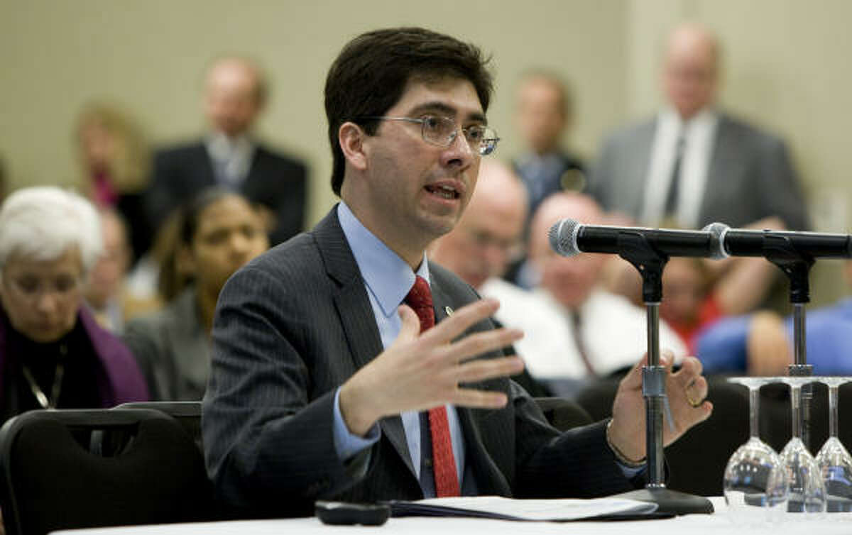 Al Armendariz, regional EPA chief, tells a state House panel that Houston's industries must further reduce emissions.